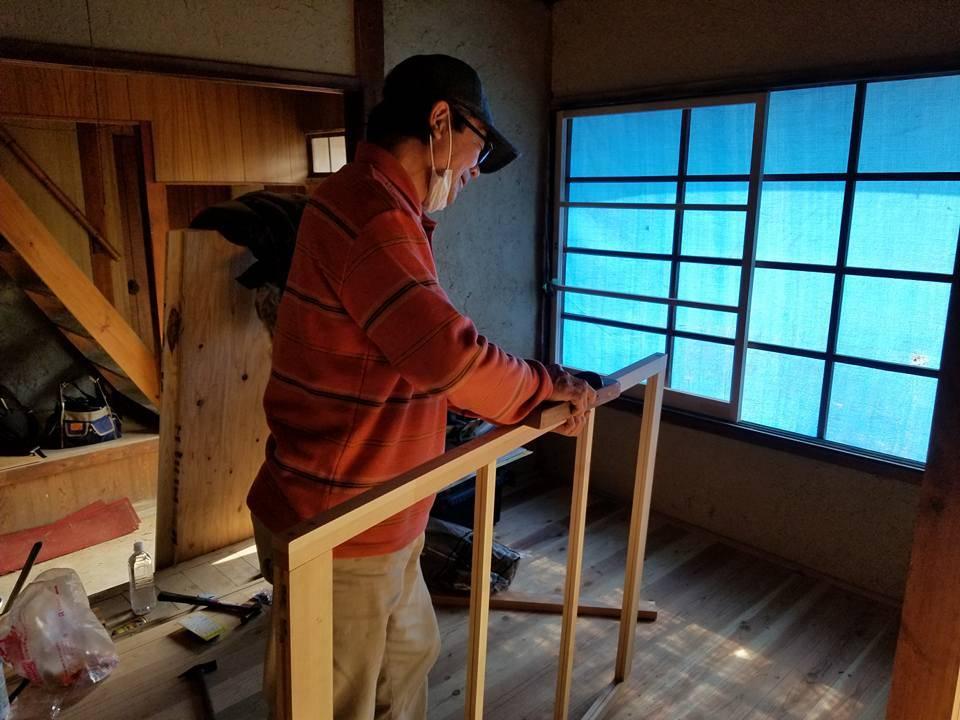 【南山城村拠点リノベ】 身内にお願いしていた窓枠完成!  そして現場で微調整!